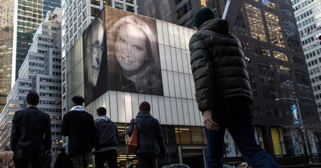 Real Estate Mogul Taunts Ex-Wife With 42-Foot-Tall Photo of New One – The New York Times